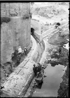 Luis Alberto Acuña, Canalización río San Francisco, 1930.