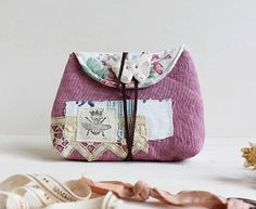 These Lovely Pouches are Fun to Make and to Give - Quilting Digest Mug Rug Patterns, Pdf Sewing Patterns, Roxy, Sydney, Local Craft Fairs, Pouch Pattern, Sewing Basics, Sewing Tips, Sewing Projects