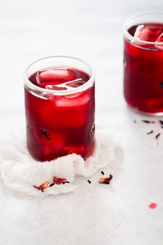 This is the best and easiest way to prepare agua de jamaica (hibiscus tea). The delicious, vegan, refreshing, healthy, and authentic Mexican agua fresca. Drink Recipes Nonalcoholic, Yummy Drinks, Healthy Drinks, Alcoholic Beverages, Healthy Smoothies, Cocktails, Vegan Mexican Recipes, Delicious Vegan Recipes, Mexican Drinks