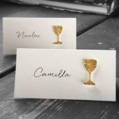 Bordkort til bursdag, jubileum eller fest med håndlaget glass i gull.