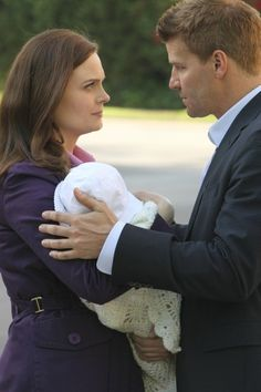 Bones Photo Preview: Booth Hunts Down the Big Villain in the Season Finale...Can't wait for Monday night's finale