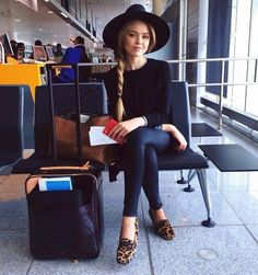 airport-look-mocassim-animal-print-hat