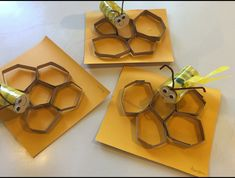Κυψέλες ( θέμα: Μελισσα) Preschool Classroom, Kindergarten, Buzzy Bee, Bee Crafts, Honeycomb, Spring Time, Bugs, Insects, Jar