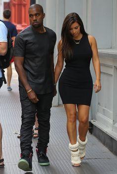 Kim Kardashian wearing Giuseppe Zanotti x Kanye West Sandals. Kim Kardashian Out in New York with Kanye August 8 Robert Kardashian, Estilo Kardashian, Kim Kardashian And Kanye, Kardashian Style, Kardashian Jenner, Kendall Jenner, Kardashian Fashion, Kanye West, Kim K Style