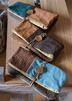 新垣志保 Japanese Sewing, Japanese Embroidery, Pochette Diy, Denim Handbags, Recycle Jeans, Handmade Purses, Pencil Bags, Boho Bags, Linen Bag