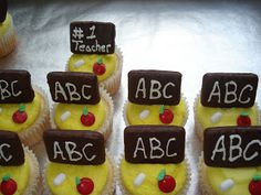 Kims Cakes and Crumbs: Back to School Cupcakes