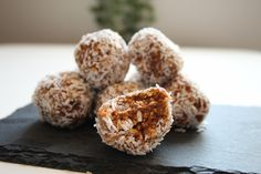 The perfect brainfood. Delicious as a snack or part of your lunchbox. Krispie Treats, Rice Krispies, Little Kitchen, Energy Balls, Granola, Lunch Box, Snacks, Healthy, Easy