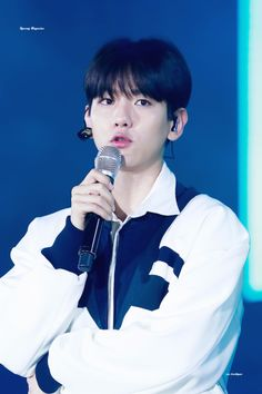 Baekhyun - 170915 Lotte Duty Free Family K-Pop Concert Credit: All Night.