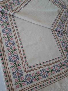 Bargello, Cross Stitching, Bohemian Rug, Diy And Crafts, Rugs, Decor, Cross Stitch, Punto De Cruz, Dots