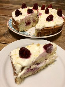 Koolhydraatarme citroen-kokoscake – Judoka Margriet Bergstra Cheesecake, Infographics, Desserts, Food, Meal, Infographic, Cheesecakes, Deserts, Essen