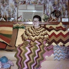 Vintage color snap shot of woman in couch in knitted dress that matches the knitted wavy lined afghan on couch Old Photos, Vintage Photos, Vintage Photographs, Awkward Family Photos, Family Pics, Family Humor, Funny Family, Family Album, Looks Cool
