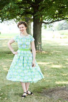 Mode de Lis: ·1950s Bow Back Dress·