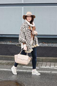 who is mocca, fashionblog tirol, blogger mode fashion beauty oesterreich, austria, leo sneaker adidas, zalando, lederjacke, braun beige, trapez bag mango, whoismocca.com