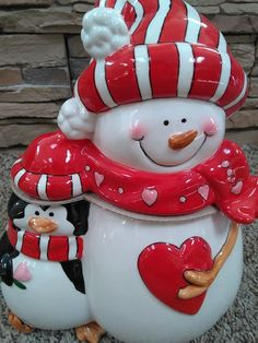 Christmas Cookie Jars, Christmas Ornaments, Ideas Prácticas, Snowmen, Teapot, Cookie Cutters, Pepper, Salt, Label