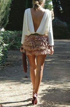 Saia low back top outfit , short ruffle skirt