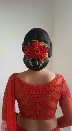 Ideas for hair styles indian wedding hairdos saree blouse Bridal Hair Buns, Bridal Hairdo, Hairdo Wedding, Indian Wedding Hairstyles, Bride Hairstyles, Net Blouses, Silk Saree Blouse Designs, Floral Hair, Hair Designs