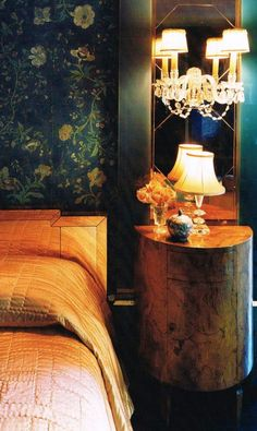 Great See all our stylish art deco bathrooms design ideas. Art Deco inspired black and white design. The post See all our stylish art deco bathrooms design ideas. Art Deco inspired black and… appeared first on 99 Decors . Elsie De Wolfe, Green Interior Design, Interior Exterior, Art Deco Wallpaper, Of Wallpaper, Art Deco Bedroom, Bedroom Decor, Design Bedroom, Chinoiserie