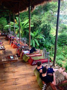 Wanderlust trip tips: what to do in Luang Prabang, Laos.tumbl… Wanderlust trip tips: what to do in Luang Prabang, Laos. Restaurant En Plein Air, Deco Restaurant, Outdoor Restaurant, Outdoor Cafe, Thai Restaurant, Luang Prabang, Coffee Shop Design, Cafe Design, House Design