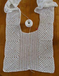 (Crochet) I made this white top as an experiment. La hechura de este blusón fue un completo experimento… I start. Spring and summer crochet seas Débardeurs Au Crochet, Crochet Bolero, Crochet Tunic Pattern, Gilet Crochet, Mode Crochet, Crochet Patron, Crochet Shirt, Crochet Jacket, Crochet Stitches