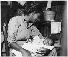 Cerca de Buckeye, Condado de Maricopa, Arizona.Recolectora de algodón afroamericana migrante y su bebé — Visor — Biblioteca Digital Mundial
