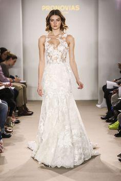 Con cristales, transparencias y escotes en la espalda, así son las tendencias para las novias del 2018