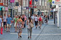 Winkelen in de Ginnekenstraat (Breda) - Shopping in the Dutch city of Breda