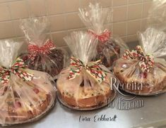bolo de natal 2 Bake Sale Packaging, Cupcake Packaging, Christmas Baking Gifts, Bakery Shop Design, Enjoy Your Meal, Pastel Cakes, Plat Simple, Diy Food Gifts, Food Fantasy