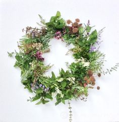 Harvest Wreath.  An easy but beautiful wreath to make using things growing in your garden!  Complete tutorial with suggested plants to use.