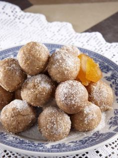 amigdalota pralina chron1 Chocolate Orange, Chocolate Peanut Butter, Greek Cookies, Greek Sweets, Tasty, Yummy Food, Christmas Sweets, Greek Recipes, Truffles