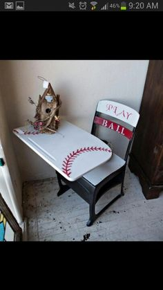 Old school desk, great little boys desk. This is a good project, and easy to do. Will make this for my grandson.