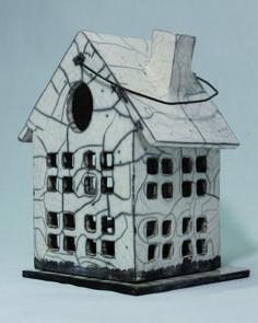 Petite maison en Raku pour petite bougie. : Luminaires par sandrine-hamel-ceramique