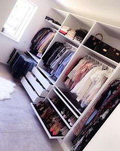 (notitle) - Walk-in closet - Bedroom Closet Design, Room Ideas Bedroom, Closet Designs, Bedroom Decor, Closet Renovation, Closet Remodel, Wardrobe Room, Closet Layout, Dressing Room Design