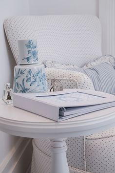 Quarto do bebê de Maria Rudge | Almoço de sexta Baby Nursery Themes, Baby Room Decor, Baby Boy Nurseries, Nursery Ideas, Baby Bedroom, Kids Bedroom, Light Blue Nursery, Baby Room Colors, Playroom Decor
