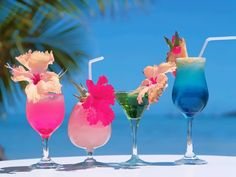 Free Tropical Drink and Cocktail Recipes.: Tropical Cocktail Drinks: The Blue Hawaiian Recipe Beach Cocktails, Cocktail Drinks, Fun Drinks, Yummy Drinks, Healthy Drinks, Alcoholic Drinks, Fruity Drinks, Colorful Drinks, Healthy Recipes