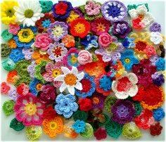 crochet flowers...so pretty!  Wouldn't it be awesome to have a framed shadowbox just full of crochet flowers?????  I'm feeling a project coming on!!!