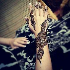 Henna or Mehndi is said to be one of the most integral parts of almost every female life. When it comes to Asian or women of the sub-continent, then it is the Henna Hand Designs, Rose Mehndi Designs, Latest Henna Designs, Arabic Henna Designs, Mehndi Designs For Beginners, Mehndi Designs For Hands, Henna Tattoo Designs, Tattoo Ideas, Floral Designs