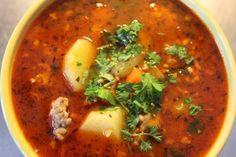 Ihana keitto, jota voisi syödä vaikka kuinka paljon kylminä talvi-iltoina. Erittäin hyvää vielä seuraavanakin päivänä. Jos sitä on vielä jäljellä =) Gluteeniton, sokeriton, kananmunaton, maidoton. Reseptiä katsottu 7791 kertaa. Reseptin tekijä: Hannequu. Thai Red Curry, Soup Recipes, Food And Drink, Meals, Baking, Ethnic Recipes, Koti, Tai Chi, Desserts