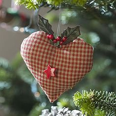Fabric heart decoration by loretta Christmas Hearts, Christmas Love, Country Christmas, Homemade Christmas, Winter Christmas, Christmas Feeling, Christmas Ideas, Ornament Crafts, Christmas Projects