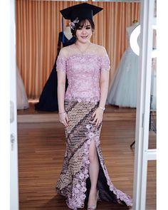Model Kebaya Modern, Kebaya Modern Dress, Kebaya Dress, Batik Kebaya, Graduation, Ootd, Formal Dresses, Clothes, Women