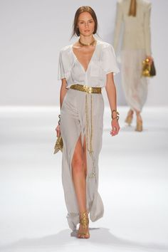 High slit and gold accessories!