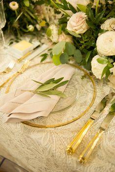 розовые и золотые пространстве - фото Лиза Блум фотографии https://ruffledblog.com/black-tie-washington-dc-wedding-with-a-floral-wall
