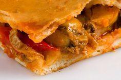 Esta rica receta de empanada de zamburiñas es un plato muy típico de la gastronomía gallega. Sorprende a tus amigos con esta mezcla de sabores del mar.