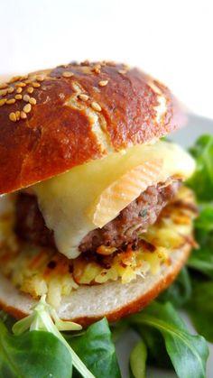 Burger alsacien / Pain à la MAP ds l'ordre : eau, beurre, sel, sucre, farine, levure émiettée - Prog : Pâte levée