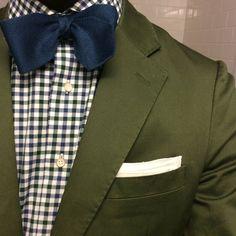 Details from earlier --------------------------------------------- #wiwt #ootd #details #dapper #menswear #suit #tie #style #atl #atlanta #instafashion #menswear #instastyle #mensweardaily #elegance #stylish #classy #blackmenwithstyle #gentleman #pocketround #dandy #gq #mensstyle #menwithstyle  #fashion #pocketsquare #necktie #sprezzatura by waywardwingtips