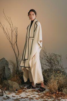 Guarda la sfilata di moda Rosetta Getty a New York e scopri la collezione di abiti e accessori per la stagione Pre-Collezioni Autunno-Inverno 2018-19.