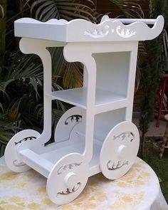 carrinho de brigadeiro em mdf pintado bco rodas giram c/d