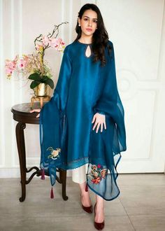 Stylish Dress Book, Stylish Dresses For Girls, Stylish Dress Designs, Designs For Dresses, Simple Dresses, Casual Dresses, Girls Dresses, Pakistani Fashion Party Wear, Pakistani Fashion Casual