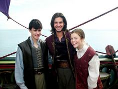 Edmund Pevensie, Prince Caspian and Lucy Pevensie on the set of The Chronicles of Narnia: voyage of the dawn treader Narnia Cast, Narnia 3, Edmund Pevensie, Lucy Pevensie, Ben Barnes, Skandar Keynes, Narnia Movies, Science Fiction, Prince Caspian