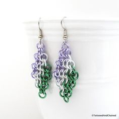 Small anodized aluminum jump rings in the colors of the genderqueer pride flag were hand woven into the European 4 in 1 chainmaille weave to create these earrings. There are two rows of each color: la
