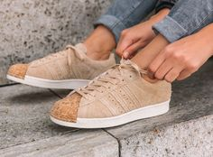 Adidas Superstar W Suede Noir Beige 'Cork Toe' (bout liège) Blue Sneakers, Classic Sneakers, Dress With Sneakers, Sneakers Fashion, Fashion Shoes, Fashion Fashion, Shoes Sneakers, Adidas Superstar, Adidas Originals Sneaker